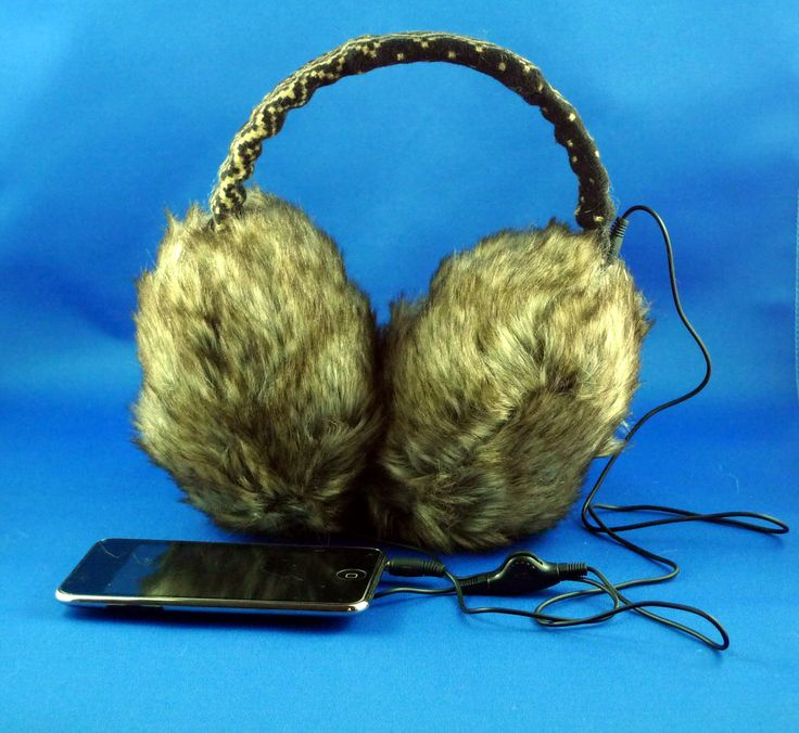 Big Cozy MusicMuffs www.sarahblue.ca Stylish earmuffs with built-in stereo headphones to keep you warm this winter while you listen to your Music. Great sounding, built in headphone jack which allows you to use the MusicMuffs as regular earmuffs without a cord dangling down. All MusicMuffs are adjustable.