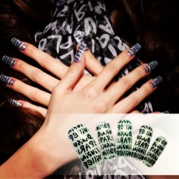 Match your nails to your favorite pieces in your wardrobe! Paris anyone??
