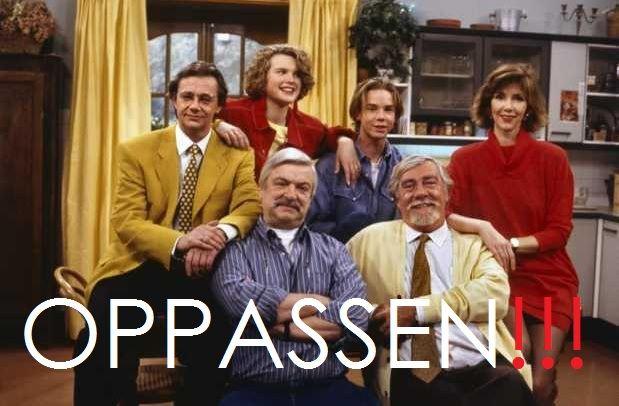"""1996 Oppassen!!! (VARA). Een Nederlandse komedieserie, die van 9 maart 1991 tot 22 februari 2003 door de VARA werd uitgezonden. De serie, een spin-off van """"Zeg eens Aaa"""" is bedacht door Chiem van Houweninge en zijn vrouw Marina de Vos. Twee opa's Willem (Ben Hulsman) en Henry (Coen Flink) die samen een huishouden bestierden, terwijl hun eigen kinderen (Marieke van der Pol en Hans Hoes) carrière maken. De opa's passen op hun tienerkleinkinderen Anna (Annette Barlo) en Rik (Matijs Jansen)."""