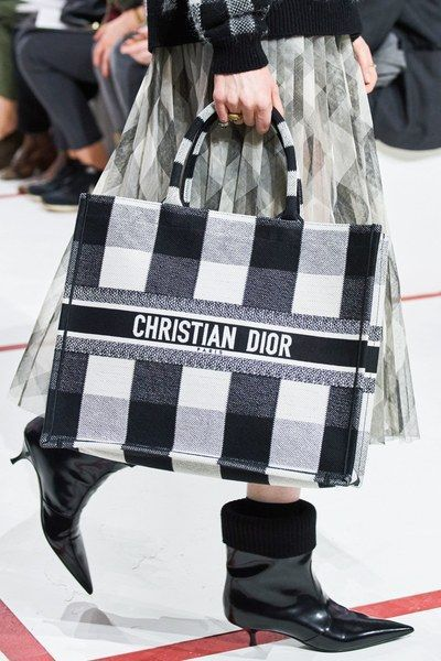 Christian Dior Fall 2019 Ready-to-Wear Fashion Show – Clipa