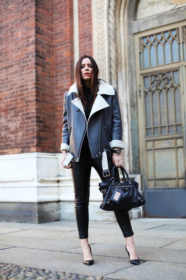 #fashion #fashionista @Irene Colzi PANTALONI DI PELLE NERA DONNA LOOK OUTFIT (1)