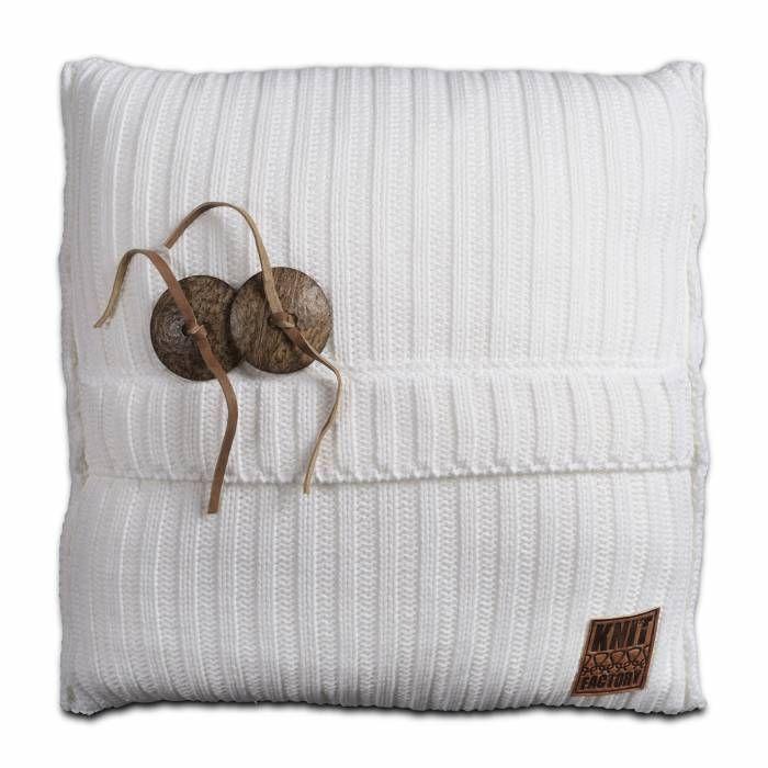 Aran Kussen 50x50 Wit  Description: Je hebt nooit genoeg kussens in huis! Dit Kussen Aran van Knit Factory is een uitstekende toevoeging aan je moderne interieur. Deze combinatie van breiwerk en 100 % hoogwaardig katoen voelt heerlijk zacht aan. Dit kussen met een afmeting van 50 bij 50 cm is uitgevoerd in een neutrale kleur en is hierdoor gemakkelijk te combineren met andere sierkussens of een leuke plaid. Leg het op de bank een loungestoel of op het bed en creëer een knusse sfeer. De twee…