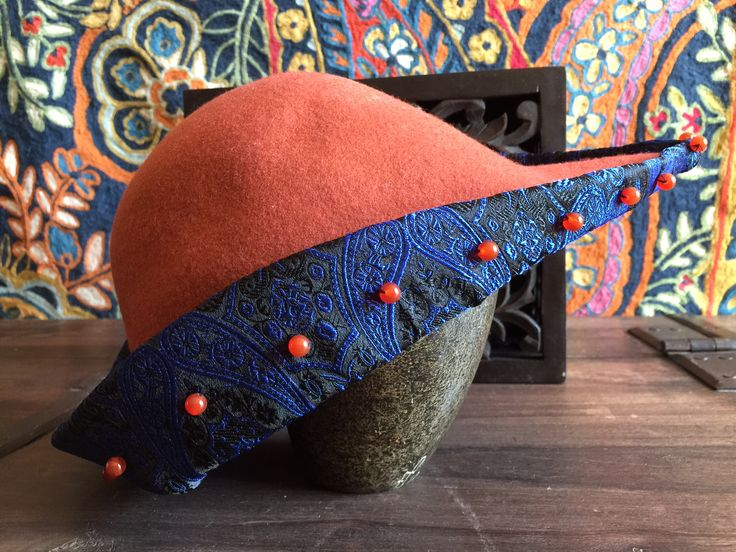 Bycocket - medieval lady's hunting hat, 14th century, recreated from felt, silk brocade with carnelian stones. MA