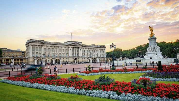 Everything you need to know about visiting Buckingham Palace, with facts, tickets, directions, general information and places to eat, drink and stay nearby.