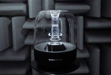 Enceinte Bluetooth lumineuse et transparente Aura Plus. AUDIO : Enceintes Bluetooth originales & design – Le Charme Electro  Des enceintes Bluetooth lumineuses, portables, sans fil, dotées de la Wifi, avec des matériaux nobles ou originaux : du bois, du tissu, du cuir…et même de la céramique.