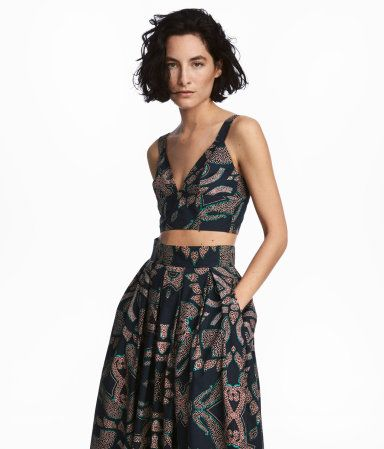 Dark blue/patterned. Bustier in cotton poplin with a printed pattern. V-neck at front and wide shoulder straps. Wide elastic at back with hook-and-eye