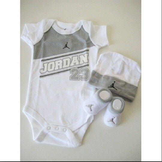 Grey nd white hat jordan socks nd grey nd white shirt..