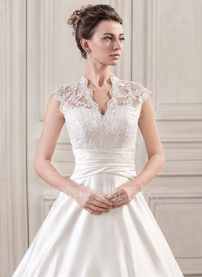 Lovely fitted bodice is so flattering. Love the lace. www.virginiajustermarriagecelebrantgympie.com