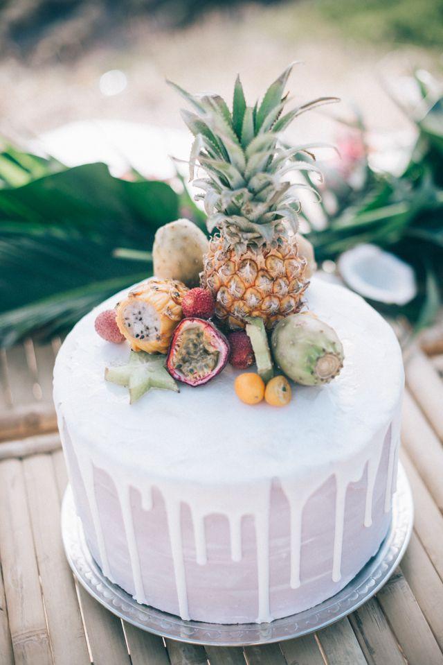 Pineapple topped wedding cake | Paulina Weddings Photography