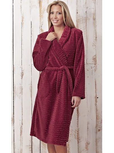 Bata mujer cruzada invierno burdeos - homewear. http://www.perfumeriaelajuar.com/homewear/batines-mujer--invierno/00001614/batin-invierno-mujer-vania-burdeos.html