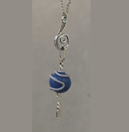 Pendentif perle bleu : Pendentif par ludifimo