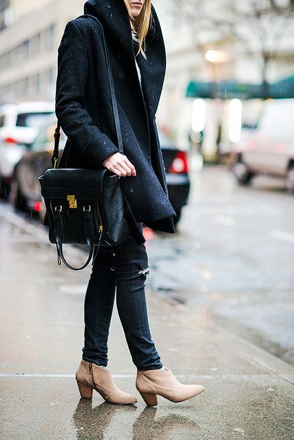 {Rainy day} | Black coat, white tee, black jeans, ankle booties, black satchel bag.