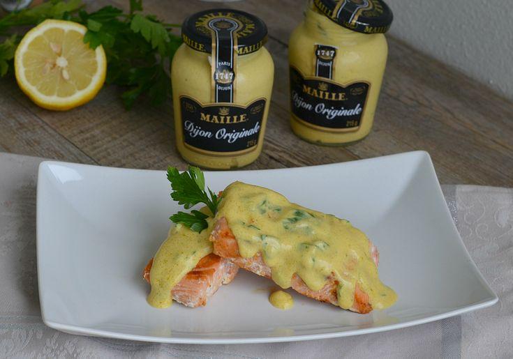 Tranci di salmone con vinaigrette di senape e limone, un ricco e gustoso secondo piatto di pesce, facile e raffinato, ideale per una cena particolare