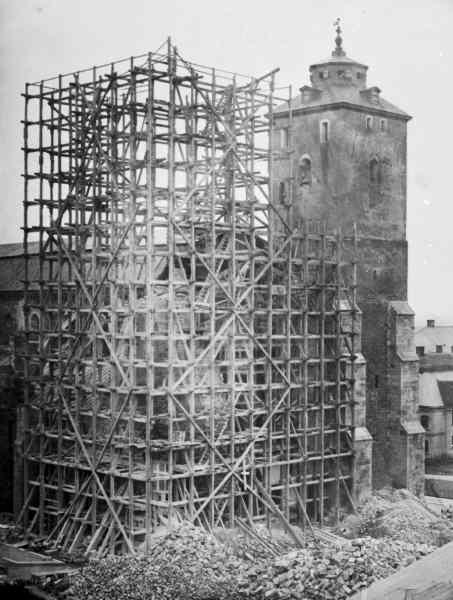 Södra tornets rivning, omkring 1860.