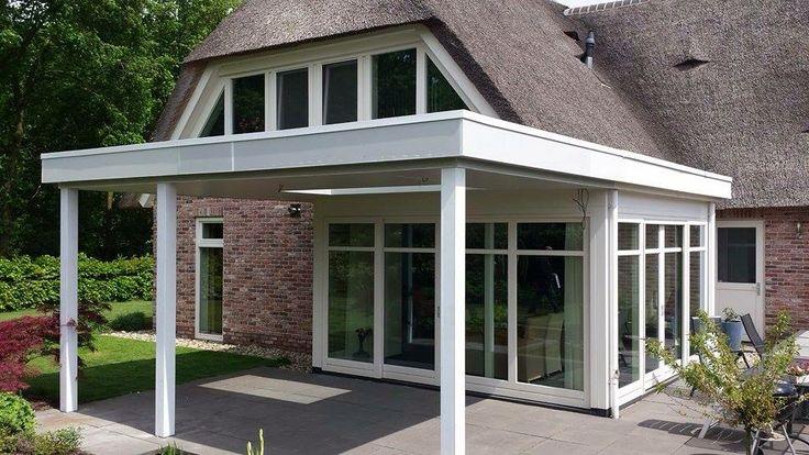 Strakke veranda bij raampartij die aandacht vraagt. De veranda vakman houdt er rekening mee! Www.verandaservice.nl