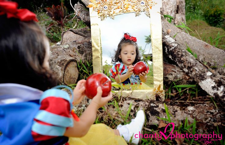 Snow White photo session. Would be super cute to have a Disney Princess-themed grouping in one frame.