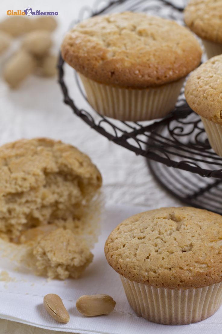 I #MUFFIN AL BURRO D'ARACHIDI (peanut butter muffins) sono dei dolcetti morbidi e saporiti, ideali da consumare a colazione o a merenda. #ricetta #GialloZafferano