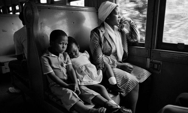 SouthAfricanFamilyTravelingonaTrain_byDavidTurnley.jpg (3000×1803)