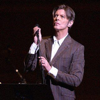 David Bowie on stage at Carnegie Hall ❤️ #bowie #BowieForever #pop #DavidBowieForever #starman #saturday #motivation #rock #glamrock #70s #80s #90s #bringbowieback #stage #ineedbowie #LegendsOnly #picture #pictureoftheday #goodtimes #fashion #music #gentleman #greatpeople #thebest #concert #mood #beautifulbowie #デヴィッドボウイ #дэвидбоуи