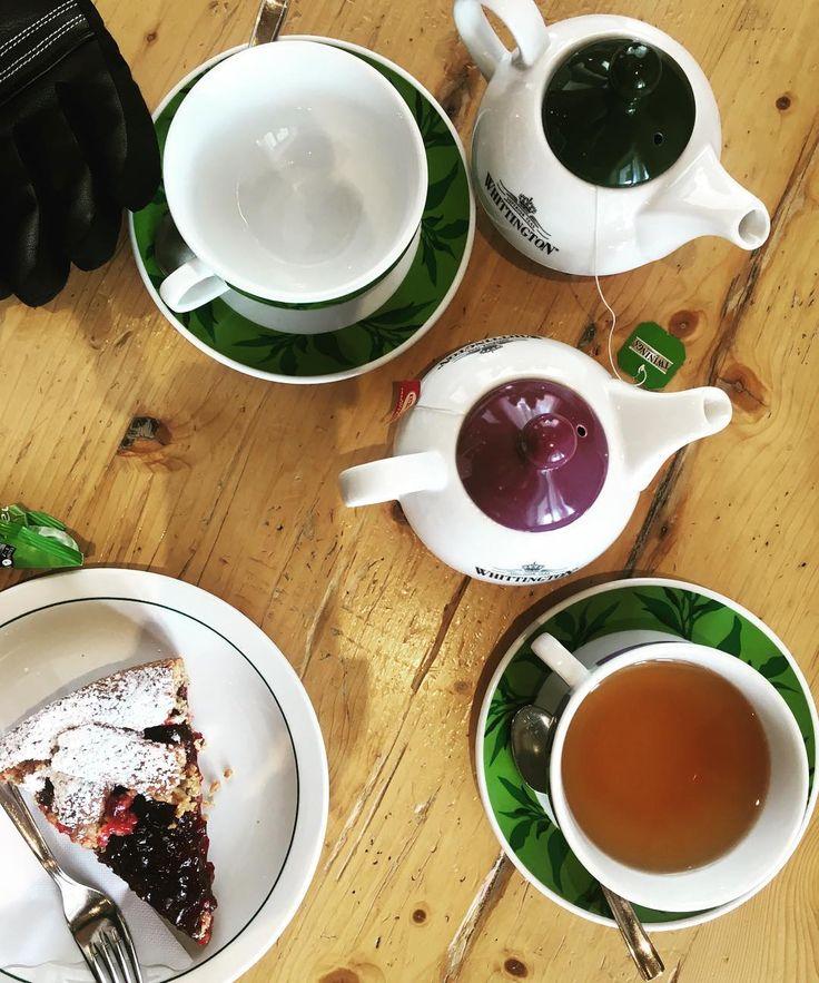 Neve torta al grano saraceno e sorrisi #italy #mountain #monday #trentino #breakfast #foods #cake #tea #instafood #cool #tagsforlikes by cucchiaioit