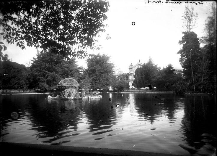 Quinta Normal, laguna Archivo Fotográfico