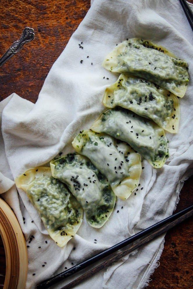 HEALTHY VEGAN DUMPLINGS YESSSS : http://www.thisrawsomeveganlife.com/2015/09/kale-edamame-dumplings-w-simple-dipping.html