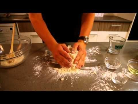 SARIE-kosredakteur Herman Lensing maak basiese brooddeeg / A step by step guide to basic bread dough