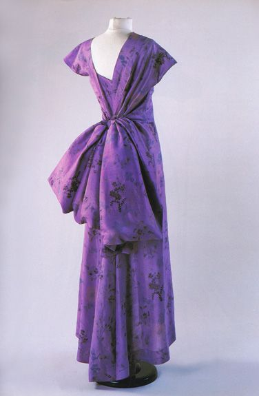 Schiaparelli silk evening dress, c.1947. From the Doyle couture auction, November 1998.