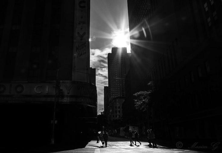 #newyork #zwartwit #black&white #radiocityhall #6thavenue #travel #unitedstates #photography #streetphotography