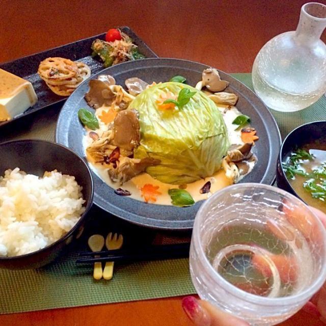 おつまみにTomokoさんのたらこと蓮根の簡単おつまみソースに太田Tommyさんのバジル白味噌クリームソース✨ 美味しい素敵レシピありがとうございます❗️食べ友お願いします - 76件のもぐもぐ - Today's Dinner前菜・キャベツのミルフィーユドーム w/バジル白味噌クリームソース・ご飯・里芋のお味噌汁 by honeybunnyb