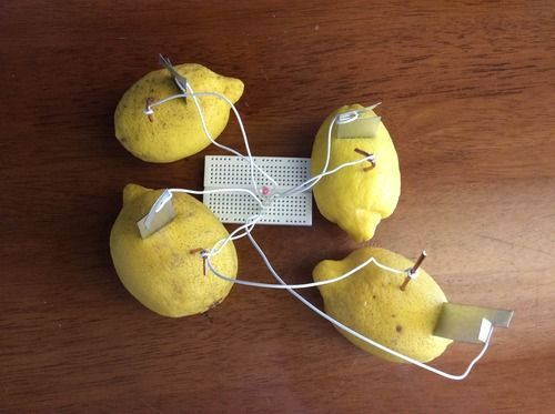 When life gives your kid lemons, make... lemon batteries! Try this hands-on project with your kid to show-n-tell how lemons can create electric charge!  #homeschool www.eeme.co/rd/blog-lemon-battery