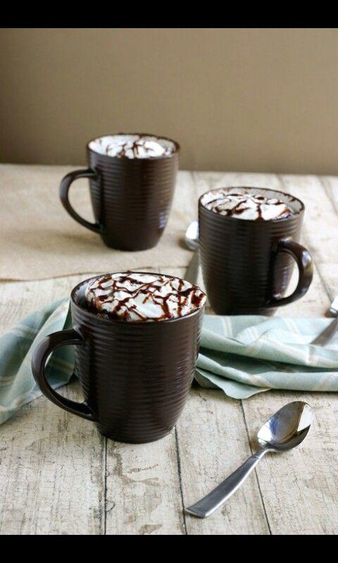 HOW TO: recette mug cake INGREDIENTS 1mug 35 g de beurre 40 g de chocolat 1 oeuf 2 cl de lait  20 g de sucre 20 g de farine PREPARATION: faire fondre beurre+chocolat dans le mug,melanger et ajouter le reste des ingredients,re melanger et remettre au micronde. Ajouter pas dessus la chantilly,deco etc...