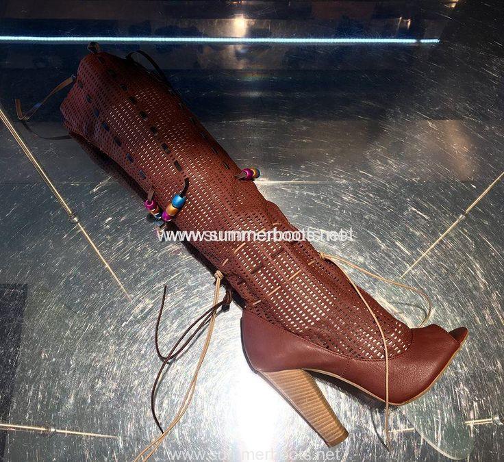 Ботфорты летние кожаные со шнуровкой на каблуке   Летние ботфорты с открытым мысом, натуральная кожа, шнуровка, каблук 12см.    Хар