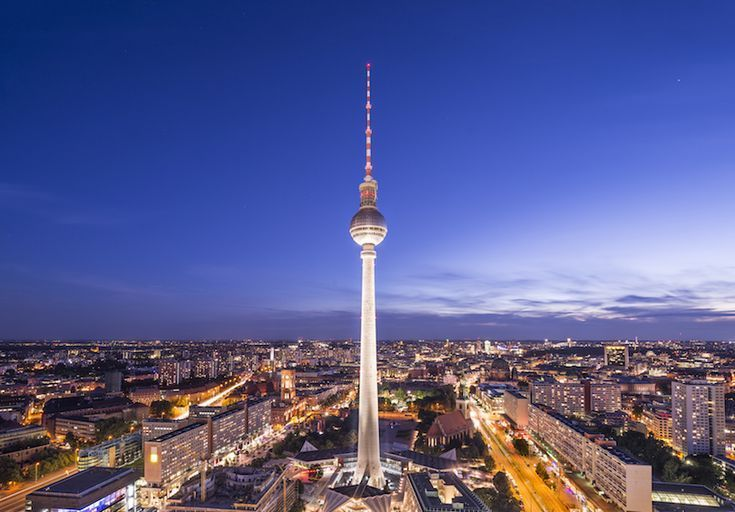 Located Near The Alexanderplatz Is The Berlin Tv Tower Better Known To Locals At The Berliner Fernsehturm This Tower Is The Tallest Structure Berlino Viaggio