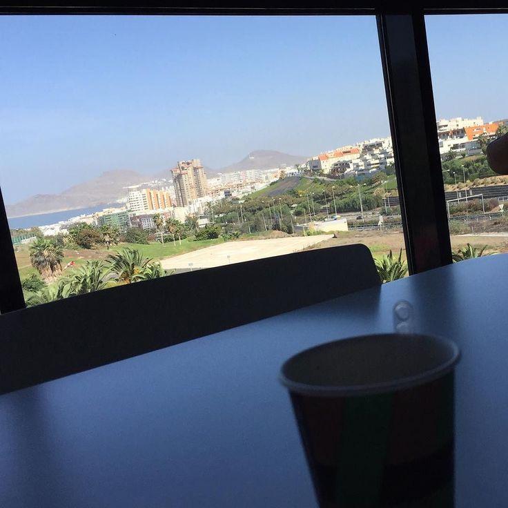 Pues estas son las vistas que tocan con el café de la mañana  Espectacular día en la cosmopolita ciudad  de LPGC #cafédelamañana #visita #LPGC #GranCanaria #mesupo #dedomingo #urbe #sun #november