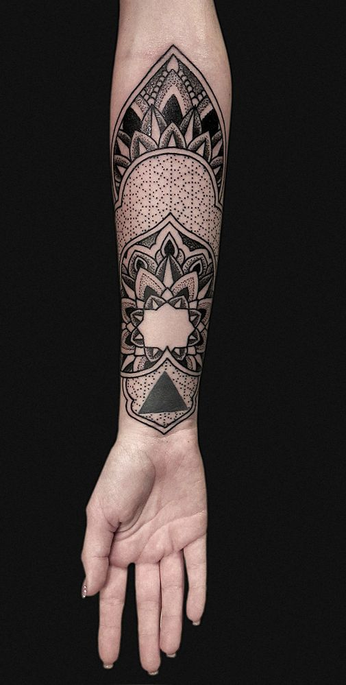 Blackwork Tattoo Unterarm