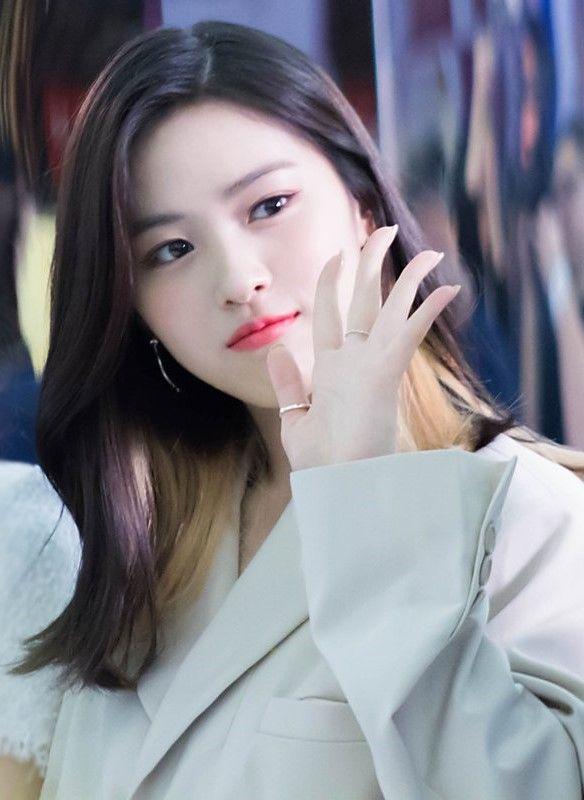 Pin By K Pop Idols On Ryujin Chinese Zodiac Signs Rapper Vocalist