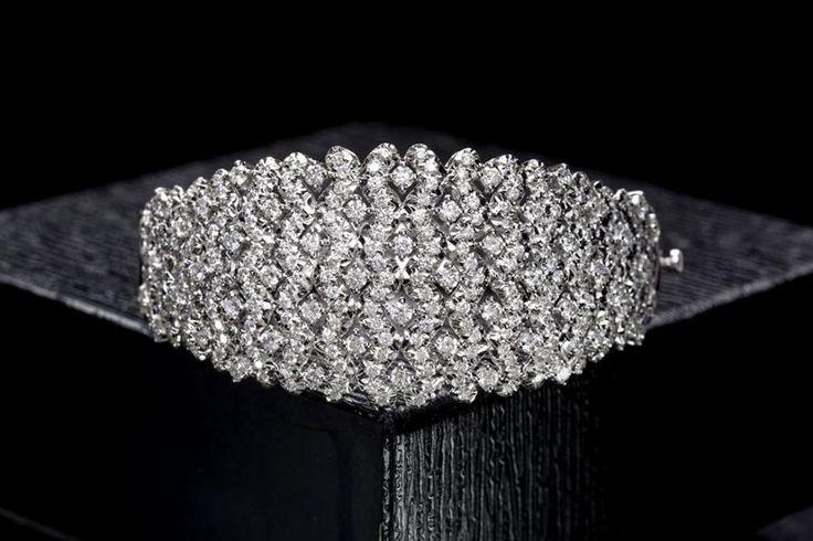 Like the dazzling stars in the sky, your shine reaches everyone! #Savio #Jewellery #Jaipur #Diamonds #buyjewellery