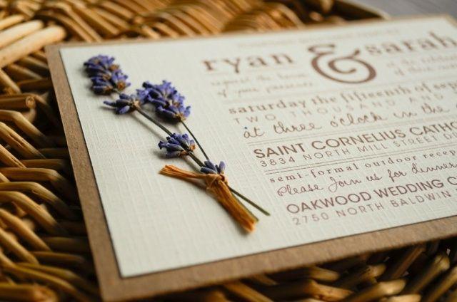 Lavendel Hohzeitskarte trockene Blume verzieren