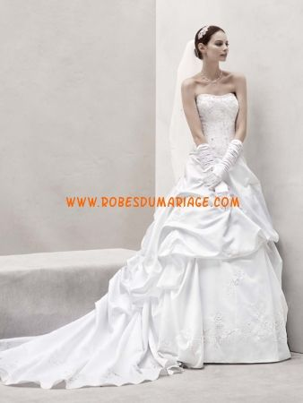 David's sans bretelle robe de mariée avec traîne ornée de pli satin tulle  Style Galina CT291
