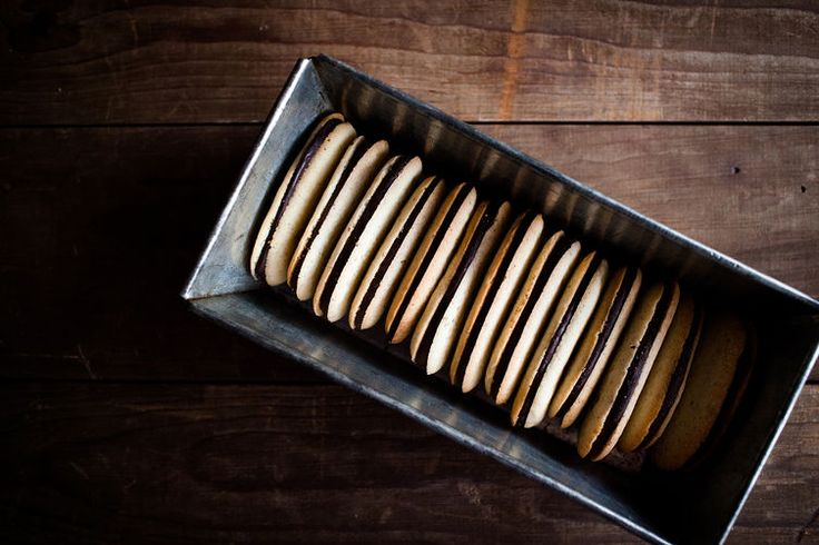 THESE ARE MY ABSOLUTE FAVORITE COOKIES... AND NOW YOU GIVE ME THE RECIPE... GAME OVER FOR MY DIET// How to Make Milano Cookies at Home