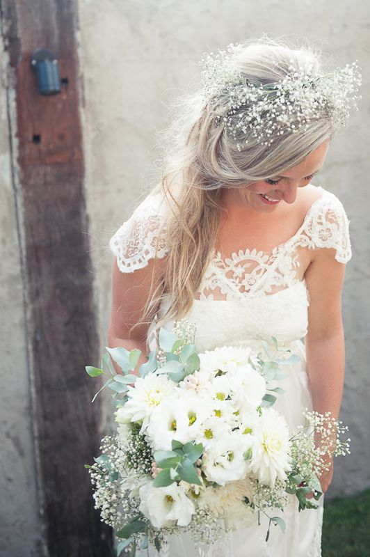 Love the baby's breath detail in the hair #wedding # ...