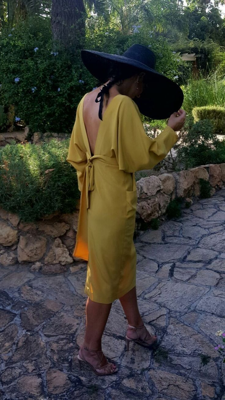 #CHICASETUREL   Invitadas diferentes, así de guapa lucen nuestras chicas #invitadasconestilo   Pide una cita en eturel y te ayudamos a elegir con tus complementos!   Modelo #etureljulia #eturel #eturelpv2017 #streetstyle #invitada #invitadaperfecta #invitadasdifentes #invitadaboda #lookboda #lookinvitadas #bodas #style #fashion #moda #weddingguest #fAshionoftheday #chic #wedding #weddingguest #lookoftheday #lookboda #instacool #lookoftheday #headdress