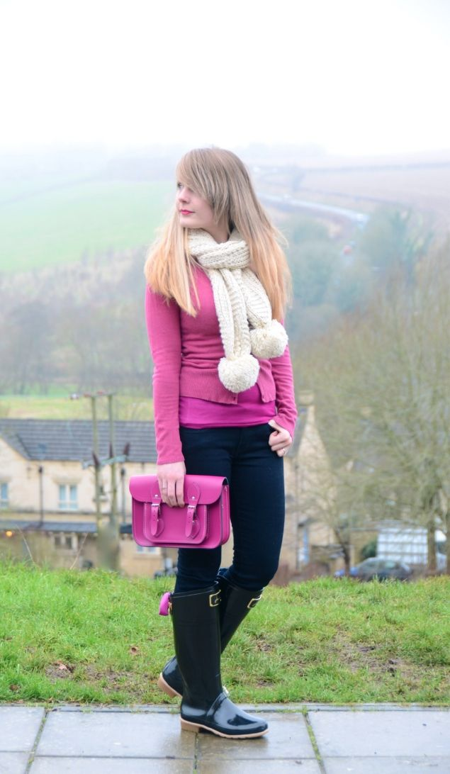(Jeans – Similar, Cardigan – Similar, Scarf – Similar, Bag – Exact, Wellies – Exact) As promised, here is the outfit post wearing my Joules Wellies with ribbon. Since …