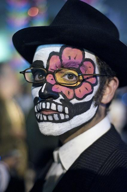 Dia de Los Muertos by davegolden, via Flickr