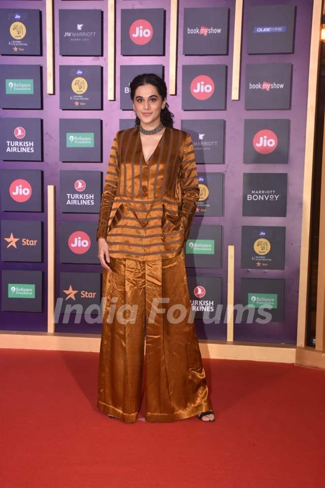 Taapsee Pannu At Jio Mami Closing Ceremony Celebrity Style Fashion Redcarpet Outfitinspiration Outfiti Bollywood Celebrities Fashion Traditional Dresses
