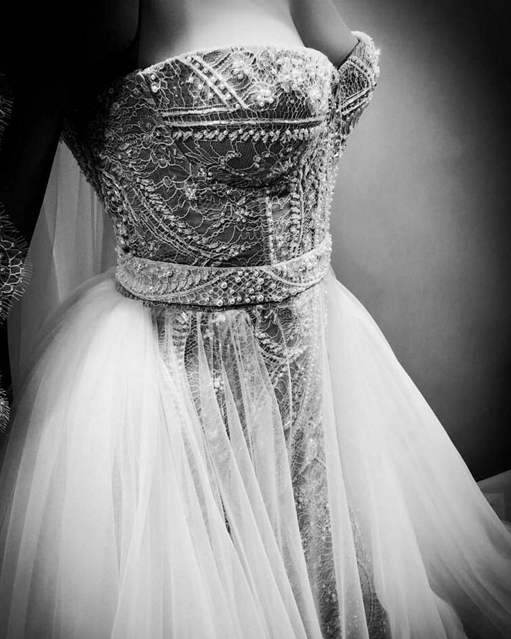 Enchanting details that stand for the brand's unique couture craftsmanship. ss18 Lelia weddind dress by Ersa Atelier