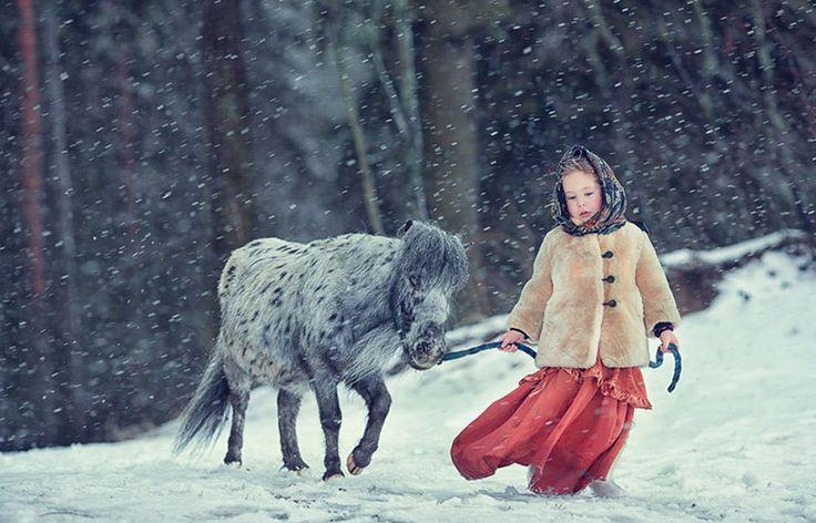 La complicité extraordinaire entre ces enfants et ces animaux va vous réchauffer le coeur | Daily Geek Show