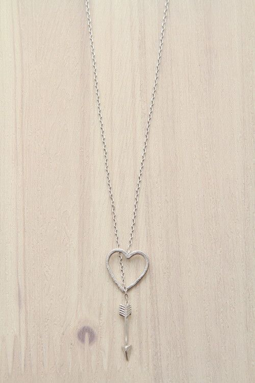 silver brass lariat necklace with heart and arrow. Black Bedroom Furniture Sets. Home Design Ideas