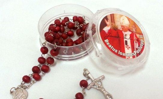 Aprovechá este 50% de descuento y comprá un rosario de Juan Pablo II de cuentas de pétalo y aroma de rosas, celebrá la canonización de uno de los papas más queridos de todos los tiempos